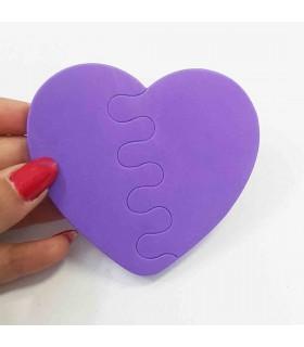 پد جداکننده انگشتان پا طرح قلب با دست